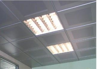 sufit kasetonowy z oświetleniem